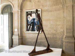"""Pablo Picasso """"L'Ombre"""" (l.), Alberto Giacometti """"Homme qui mache II"""" (r.), Musée Picasso Paris"""