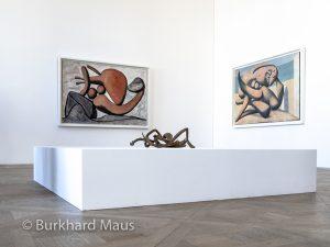 """Pablo Picasso """"Femme lançant une pierre"""" (l), Alberto Giacometti """"Femme égorée"""" (m.), Pablo Picasso """"Figures au bord de la mer"""" (r.), Musée Picasso Paris"""