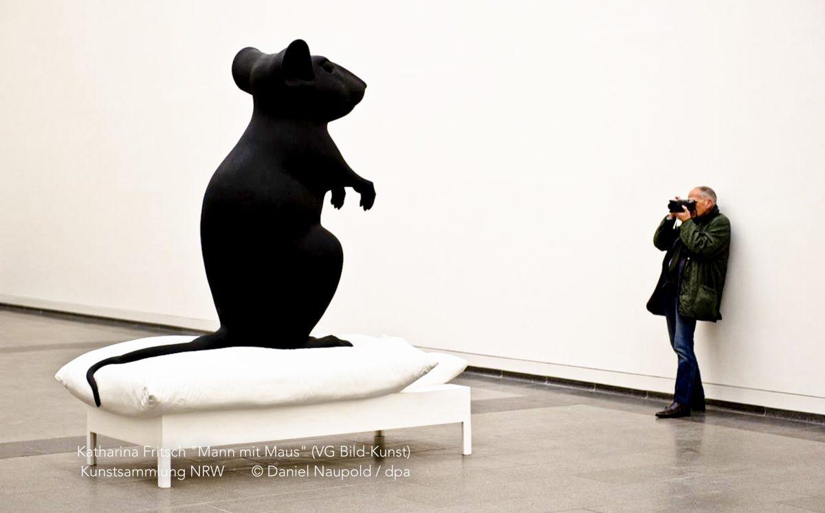 """Katharina Fritsch """"Mann und Maus"""" Kunstsammlung Nordrhein-Westfalen in: Die Bildhauer - 18.Februar 2013-© Daniel Naupold / dpa, Katharina Fritsch, Les Femmes dans les Arts"""