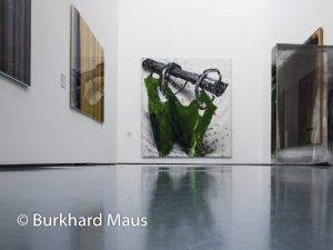 "Hinter dem Vorhang, Museum Kunstpalast, Dieter Krieg ""Vorhang"" (m.), Erich Reusch ""Ohne Titel"" (r.), Jörg Sasse ""9161"" (l.r.), Jörg Sasse ""9616"" (l.l.), Burkhard Maus"