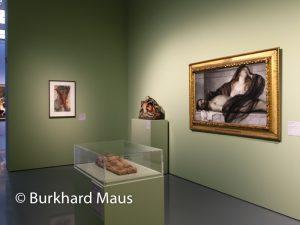 """Hinter dem Vorhang, Museum Kunstpalast, Arnold Böcklin """"Tauer der Maria Magdalena an der Leiche Cristi"""" (r.), Guiseppe Sanmartino """"Verschleierter Christus"""", Hans Kels d.Ä. """"Pièta"""", Arnulf Rainer """"Ohne Titel"""" (l.)"""