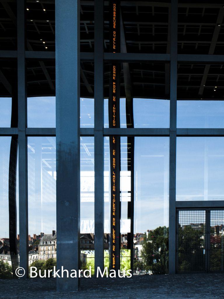 """Jenny Holzer, """"Sans titre"""", (détail), Palais de Justice, Nantes"""