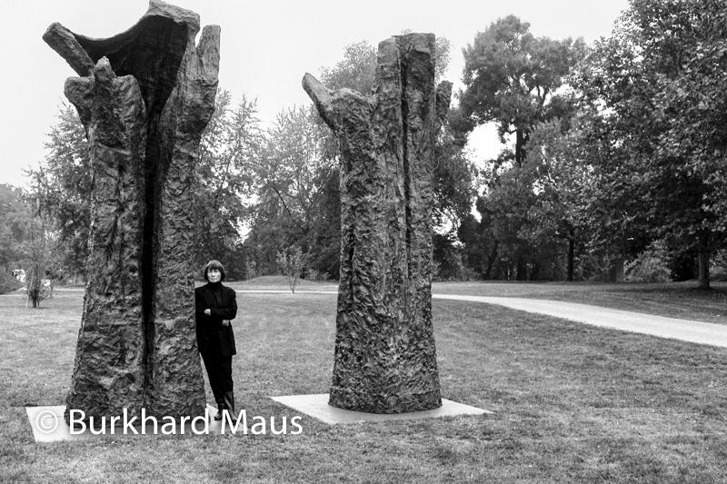 "Magdalena Abakanowicz mit ""Hand like Trees"", Köln Skulptur, 1997"