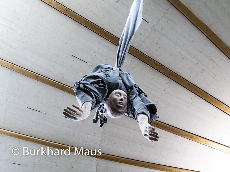 "Paloma Varga Weisz, ""Fallende Frau, doppelköpfig"", Skulpturenhalle / Thomas Schütte Stiftung"