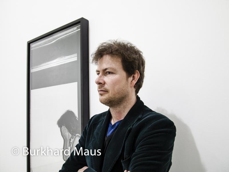 """Mathieu Pernot, (Portrait), """"Photomatons"""" (détail), """"La Traversée"""", Jeu de Paume, Paris"""