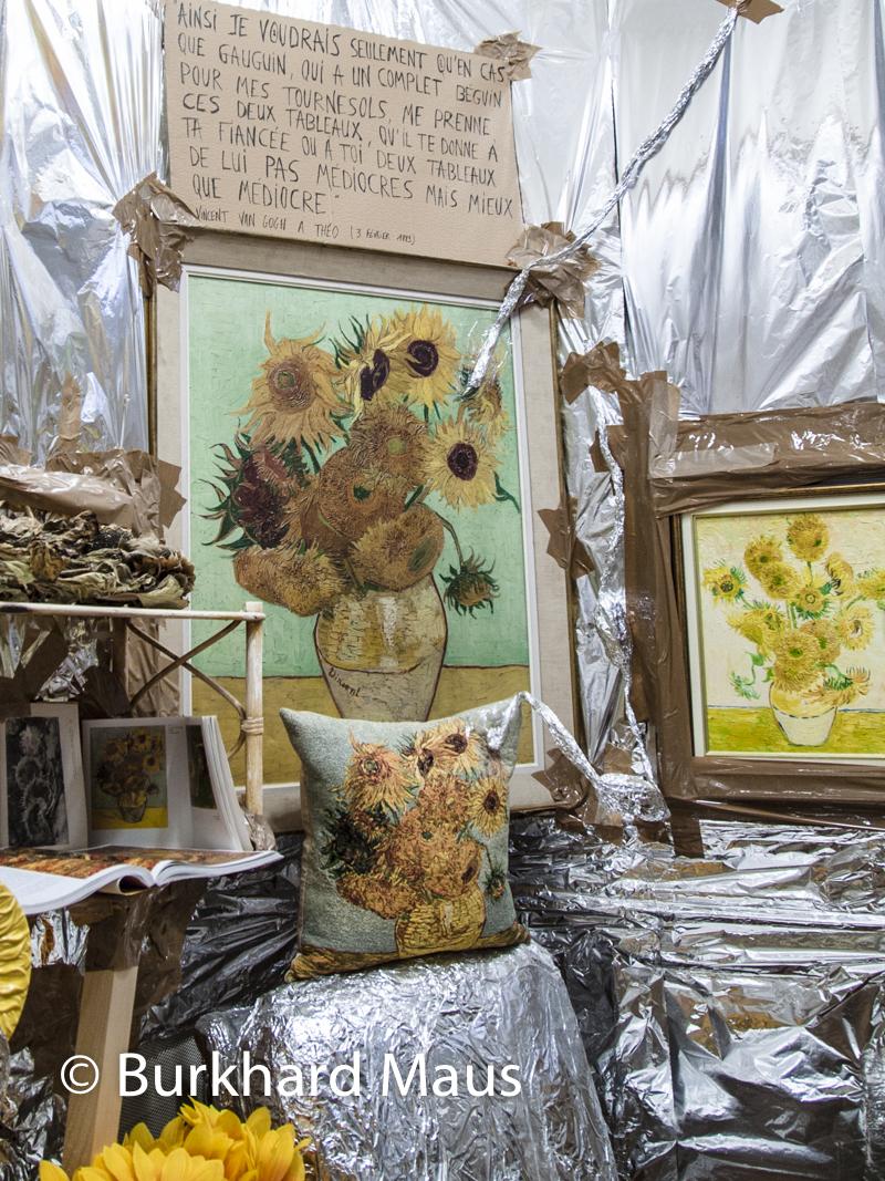 "Thomas Hirschhorn, (Exponat ""Indoor Van Gogh-Altar"" in der Fondation Vincent van Gogh-Arles)"