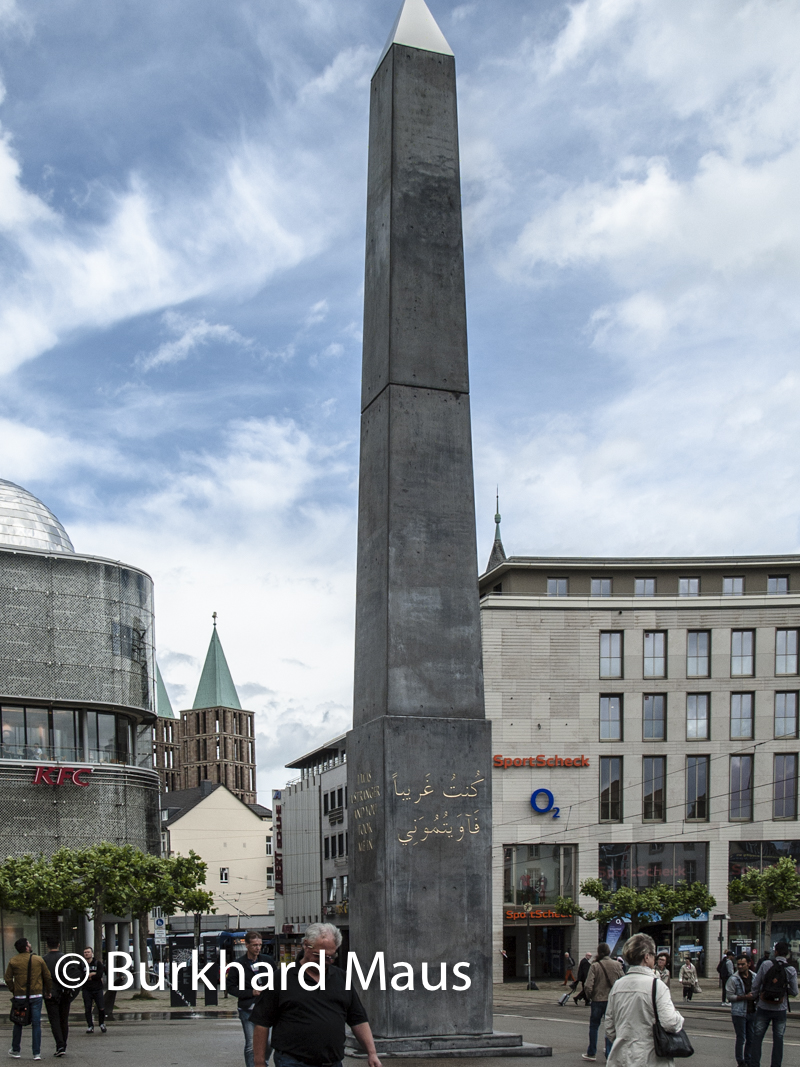 "Olu Oguibe, ""Monument to Strangers and Refugees"" (détail), Documenta 14"