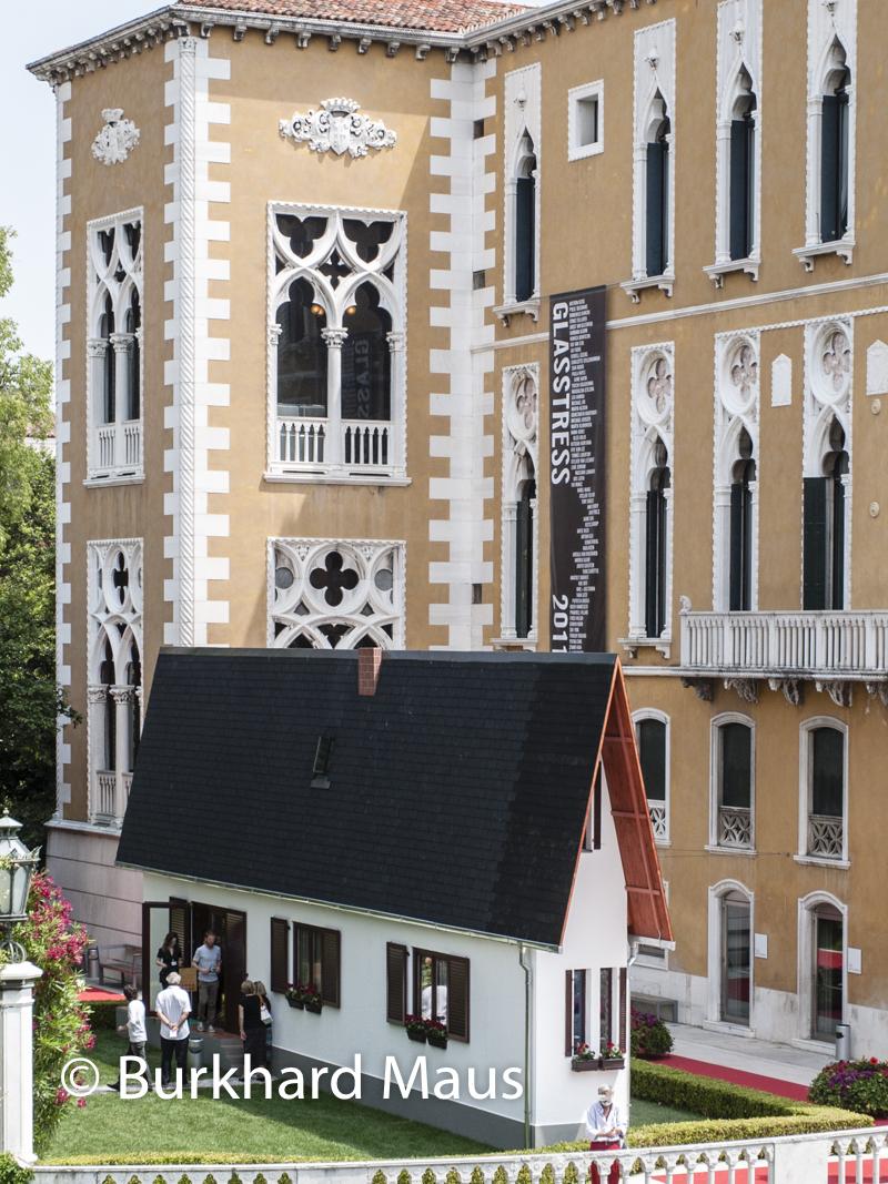 """Erwin Wurm, """"Narrow House"""", Esposizione internazionale d'arte di Venezia, V"""