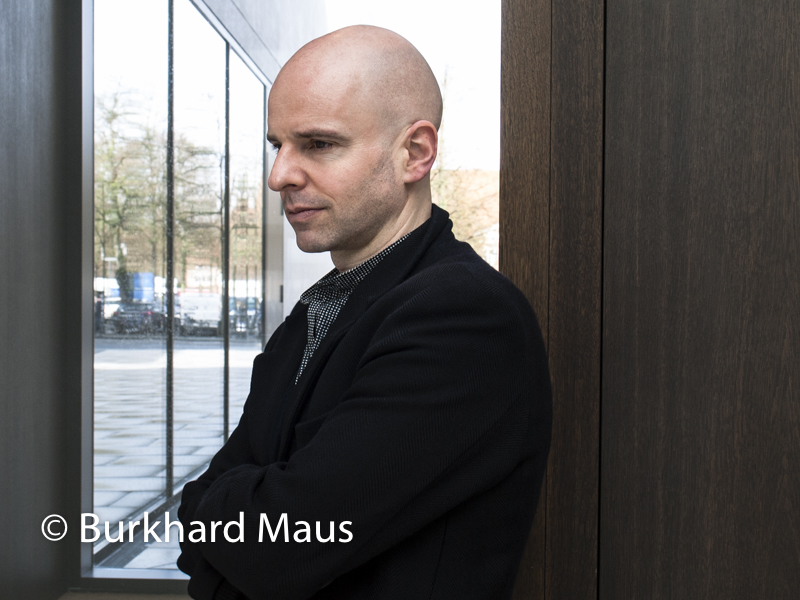 """Yves Netzhammer, (Potrait"""", """"Selbstgespräche nähern sich wie scheue Rehe"""", Museum für Kunst und Kultur Münster"""