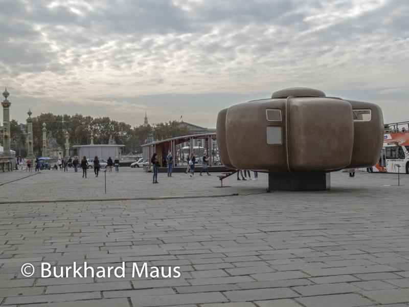 """Jean Manval, """"Maison Bulle 6 coques"""", Jean Prouvé, """"Ecole Provisoire de Villejuif"""". Jean Prouvé, """"Structure Préfabriquée pour L'Institut Fénelon de Clemont-Ferrand, (v.r.n.l.), Foire Internationale d'Art Contemporain (FIAC) 2018: Hors les murs – Place de la Concorde"""