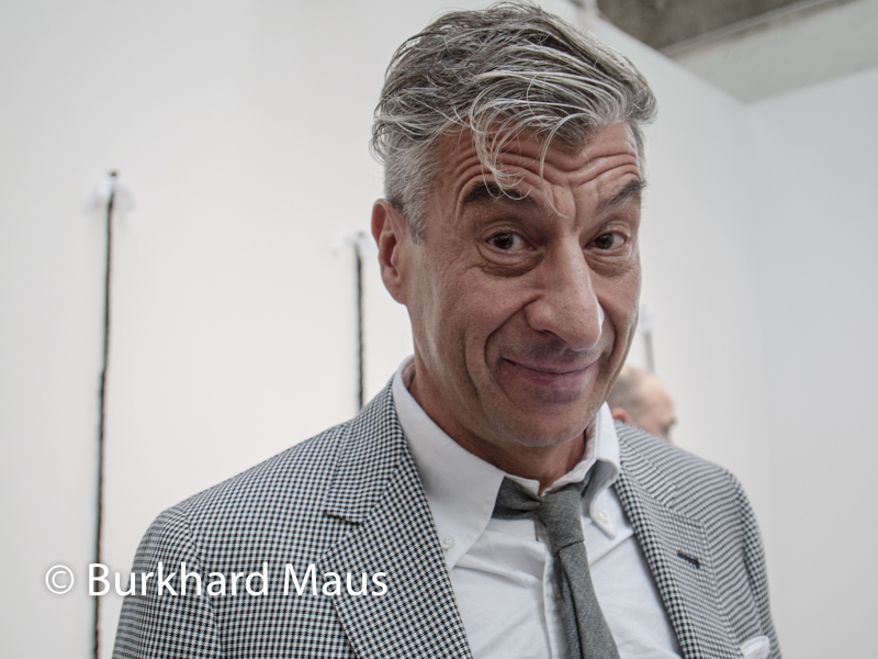 Maurizio Cattelan, Foire internationale d'art contemporain, Paris