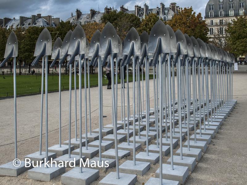 "Tomi Ungerer, ""Army of Shovels"", FIAC/Tuileries 2019/Tuileries, Jardin des Tuileries, Foire Internationale d'Art Contemporain (FIAC) 2019:"