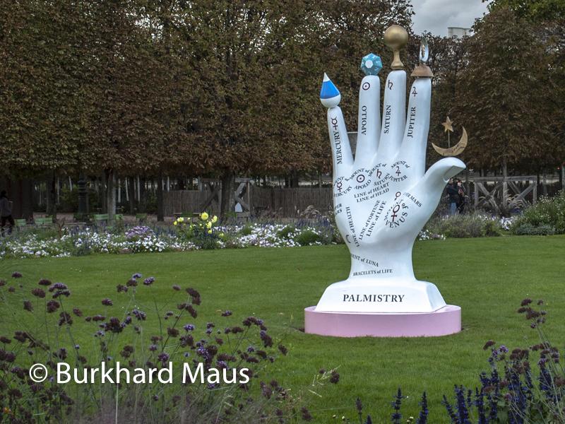 "Shana Moulton, ""Reaching through the cosmic sphere"", FIAC/Tuileries 2019/Tuileries, Jardin des Tuileries, Foire Internationale d'Art Contemporain (FIAC) 2019:"