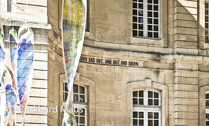 """Collection Lambert (détail), Miroslaw Balka """"Heaven""""(détail) (l.), Lawrence Weiner """"Down and Out, Out and Down"""