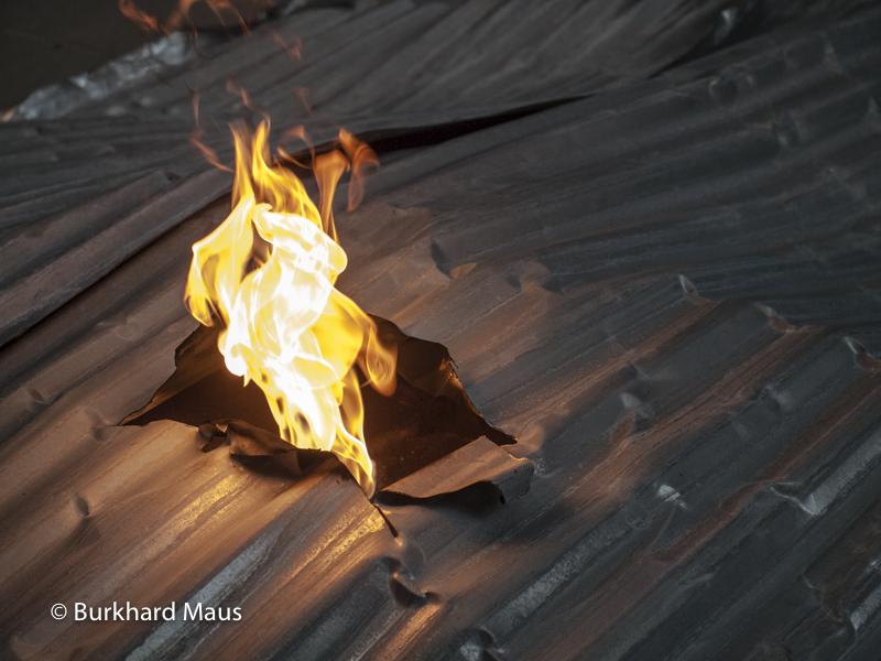 """Thomas Hirschhorn, """"Flamme éternelle"""" (détail), Palais de Tokyo, Paris"""