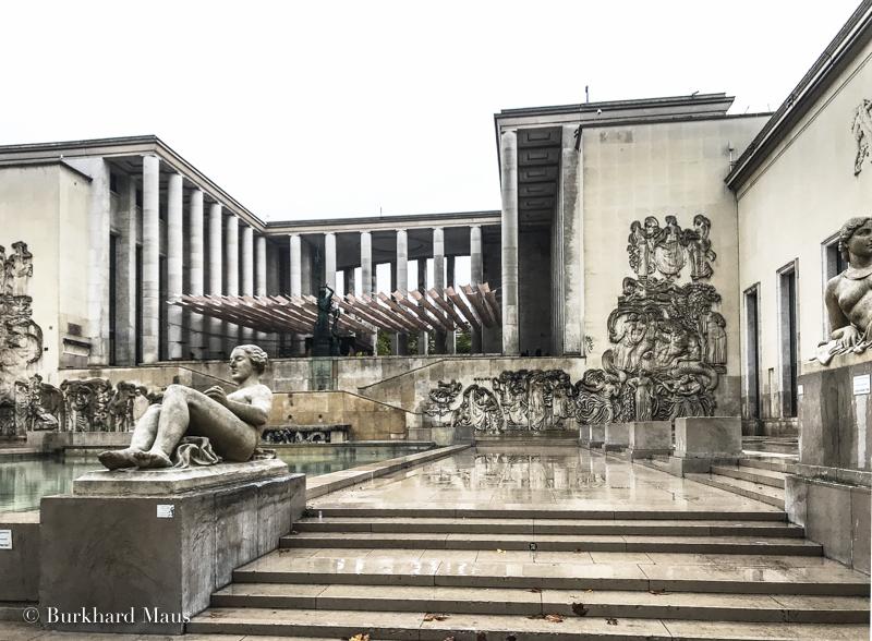 Musée d'Art Moderne de Paris (détail) (r.), Palais de Tokyo (détail) (l.), Paris