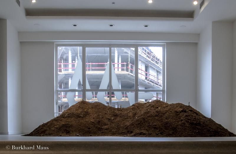 """Fatma Bucak, """"Damascus Rose"""", Le Déracinement, z33 Huis voor Actuelle Kunst, Design & Architectuur, Hasselt"""
